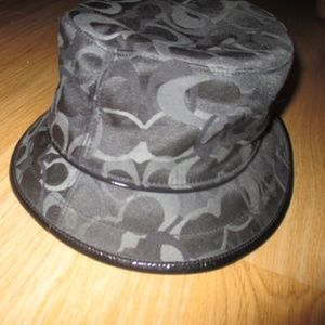 COACH BLACK SIGNATURE BUCKET HAT